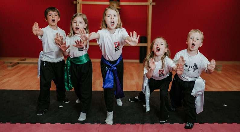kleinkinder selbstverteidigung kampfsport singen